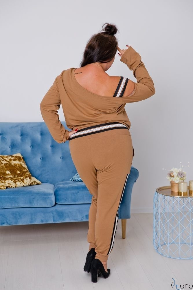 Camelowy DRES MOTTIVA Plus Size