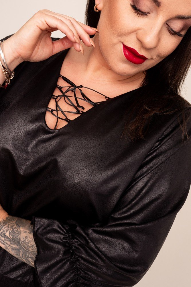 Czarna Sukienka LORESIA Plus Size