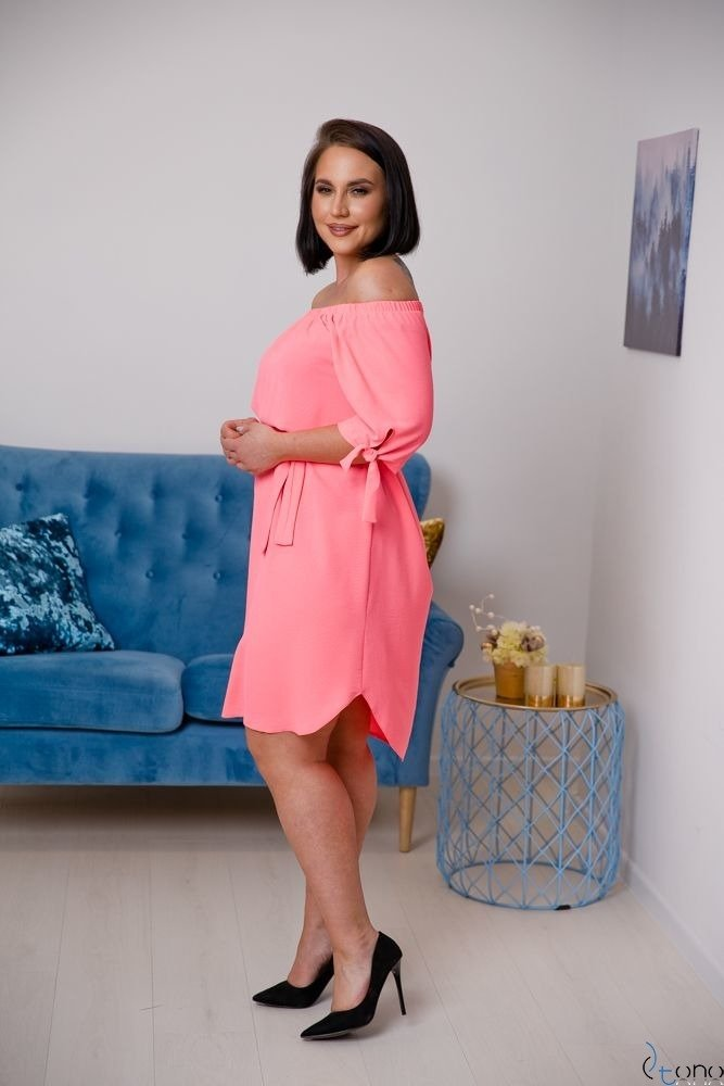 Neonowo-różowa Sukienka NEFRITTA Plus Size