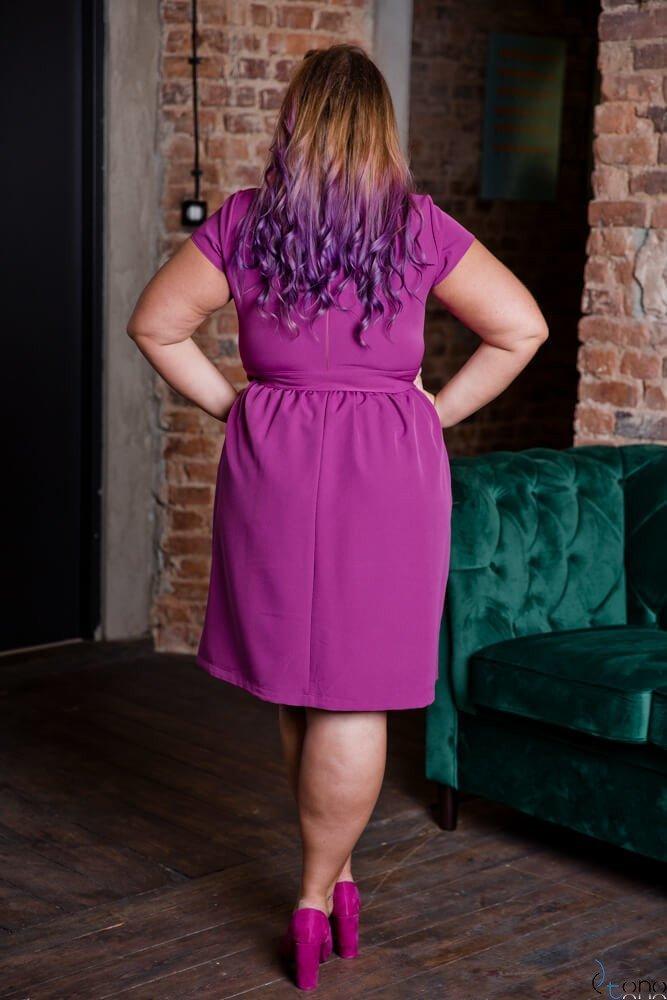 Amarantowa Sukienka MACARIS Plus Size