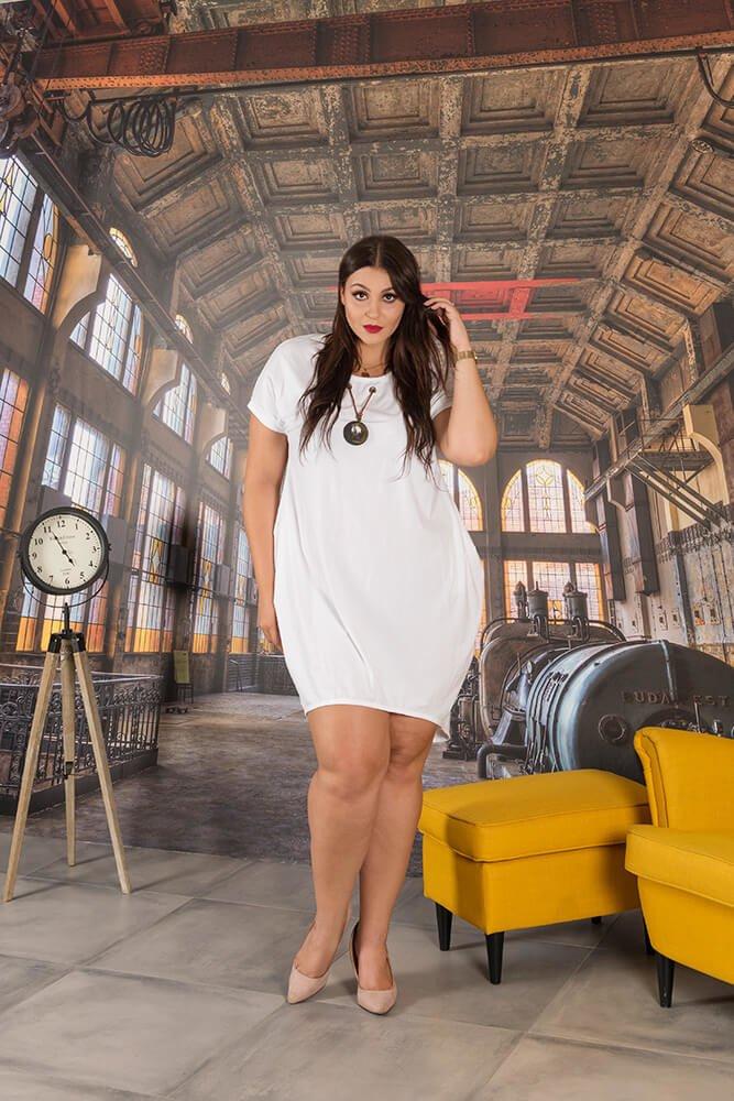 Biała Sukienka CORRANA Plus Size Wisior
