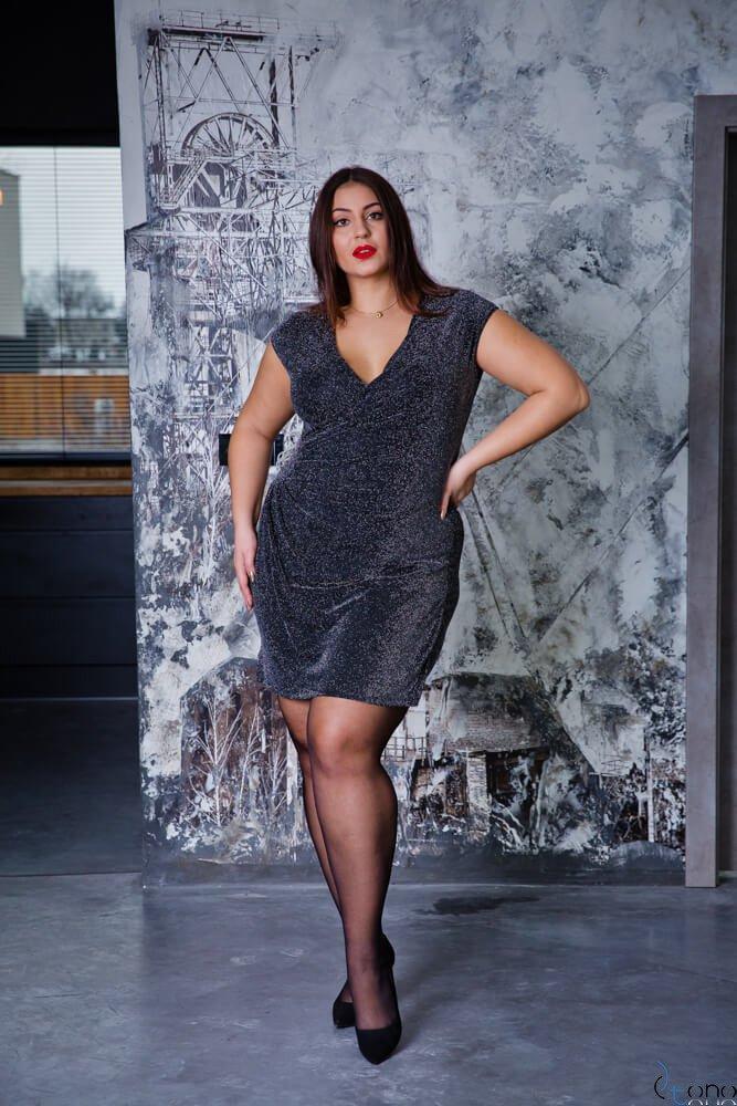 Czarna Sukienka VENGA Plus Size