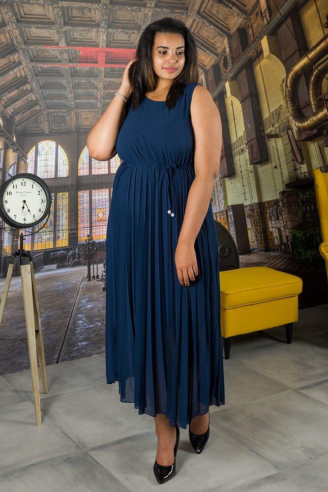 Granatowa Sukienka GODAN Plisowana Plus Size